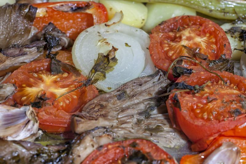 Das angeschlossene Gemüse ist bereits ein kleines gekocht worden lizenzfreie stockfotografie