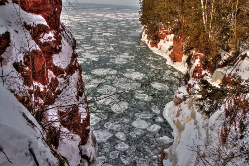 Das Apostel-Islands nationale See-Ufer sind ein populärer touristischer Bestimmungsort auf Oberem See in Wisconsin lizenzfreies stockbild