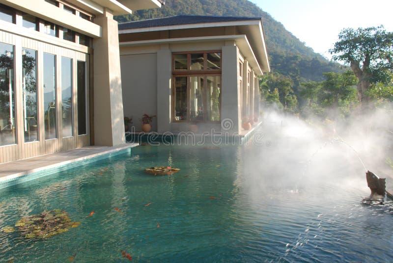 Das asiatische Badekurorthotel stockbild