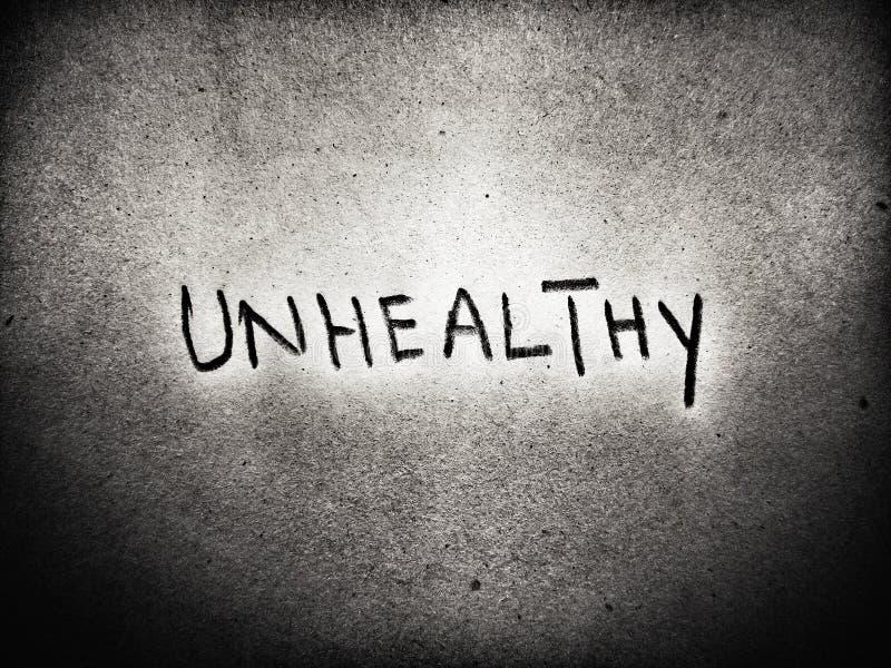 das auf schwarz-weißem Hintergrund geschriebene Wort ungesund lizenzfreie stockbilder