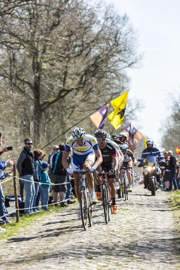 Das Ausbrechen im Wald von Arenberg- Paris Roubaix 2015 lizenzfreie stockfotos