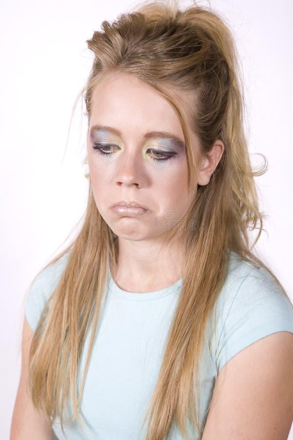 Das Ausdruckmädchen, das mit traurig ist, bilden stockbild