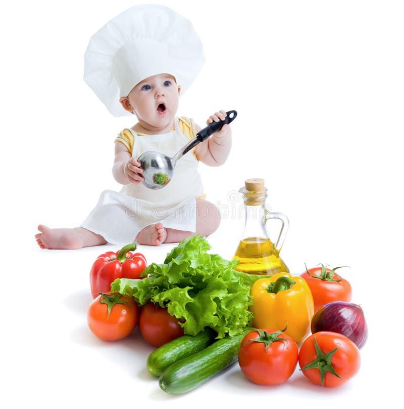 Das Baby, das gesunde Nahrung zubereitet, trennte lizenzfreie stockfotos