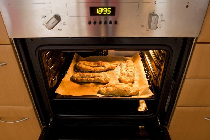 Das Backen backt im Ofen zusammen stockbild