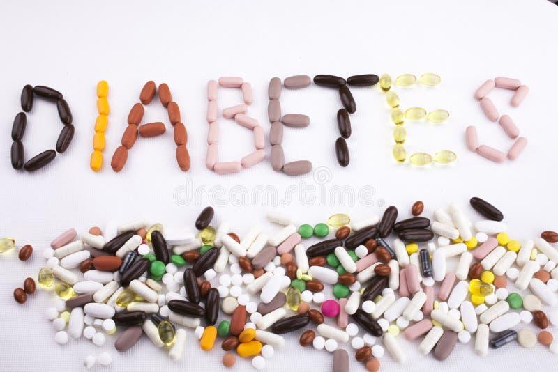 Das Begriffsgesundheitskonzept medizinische Behandlung der Handschrifttexttitelinspiration, das mit Pillen geschrieben wird, misc lizenzfreie stockbilder