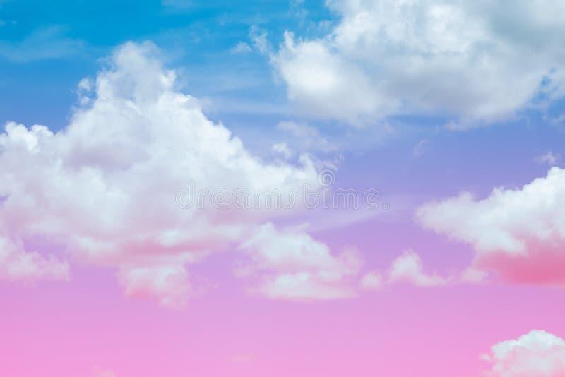 Das Bild der schönen bunten Weichzeichnung der Wolke und des Himmels für Hintergrundgebrauch lizenzfreies stockbild