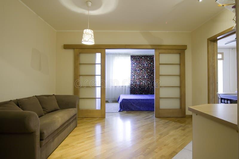 Das Bild einer bewohnten multiroom Wohnung lizenzfreie stockfotos