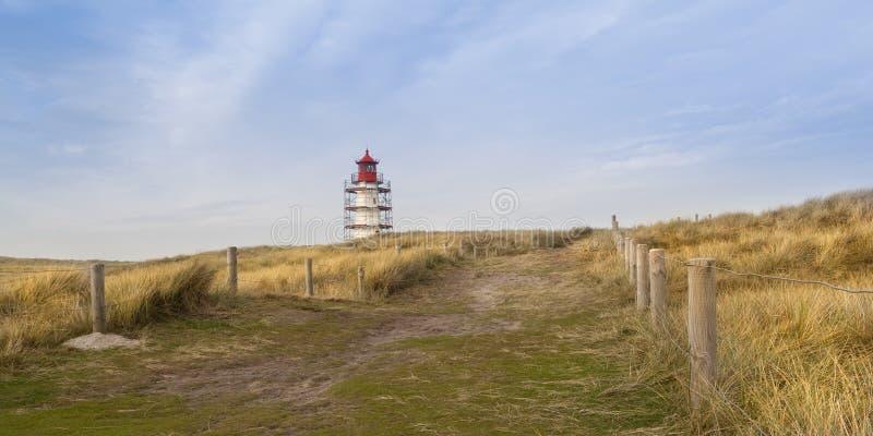 Der Weg zum Leuchtturm lizenzfreies stockbild