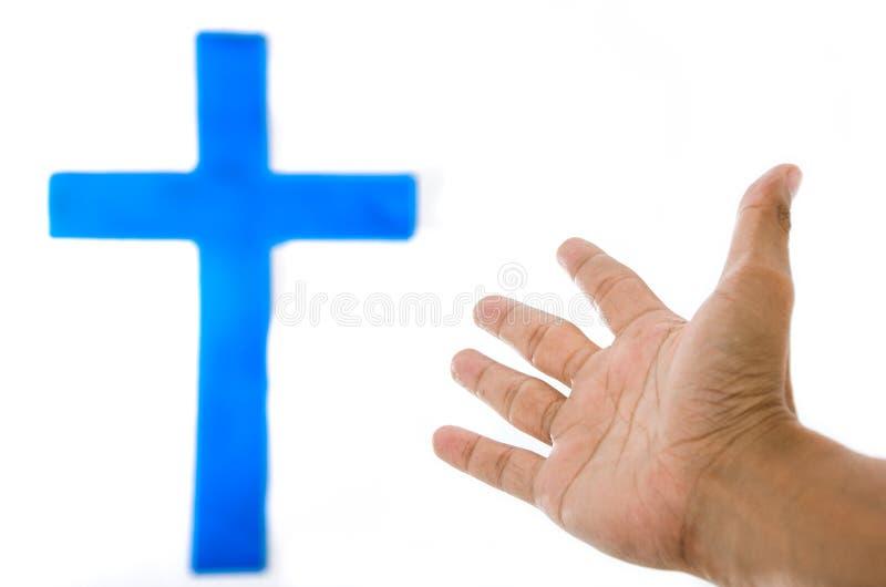 Das blaue Kreuz auf der weißen Wand. stockfotografie