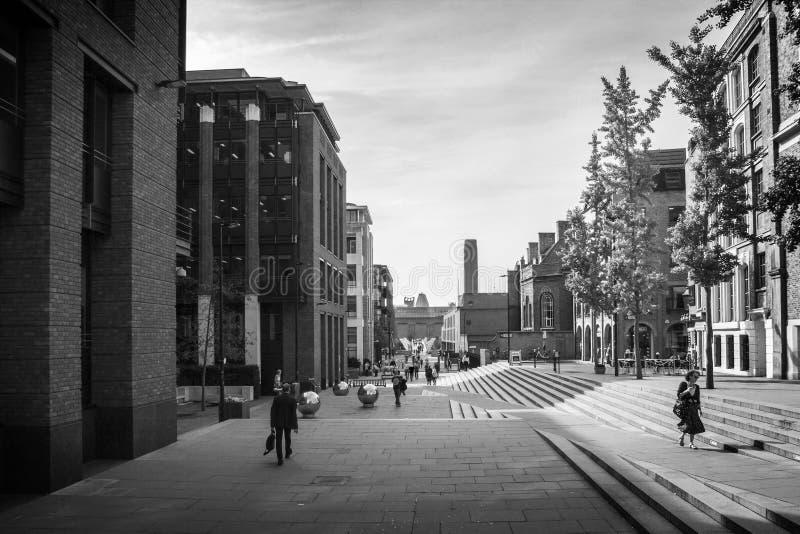 Das Blicken in Richtung des Tate Modern-Kunstmuseums errichtete ursprünglich 1947 als Kraftwerk London, England, lizenzfreie stockbilder