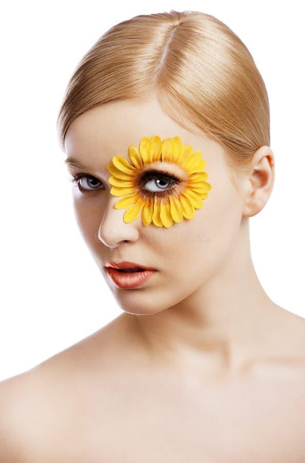 Das Blumenmake-up, wird sie von Drei viertel gedreht lizenzfreie stockfotos