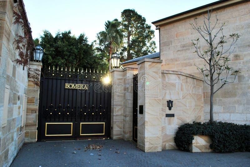 Das Bomera-Tor Bomera ist die Italianate-Sandstein historische Sydney-Villa, gelegen auf der Potts-Punkthalbinsel lizenzfreie stockbilder