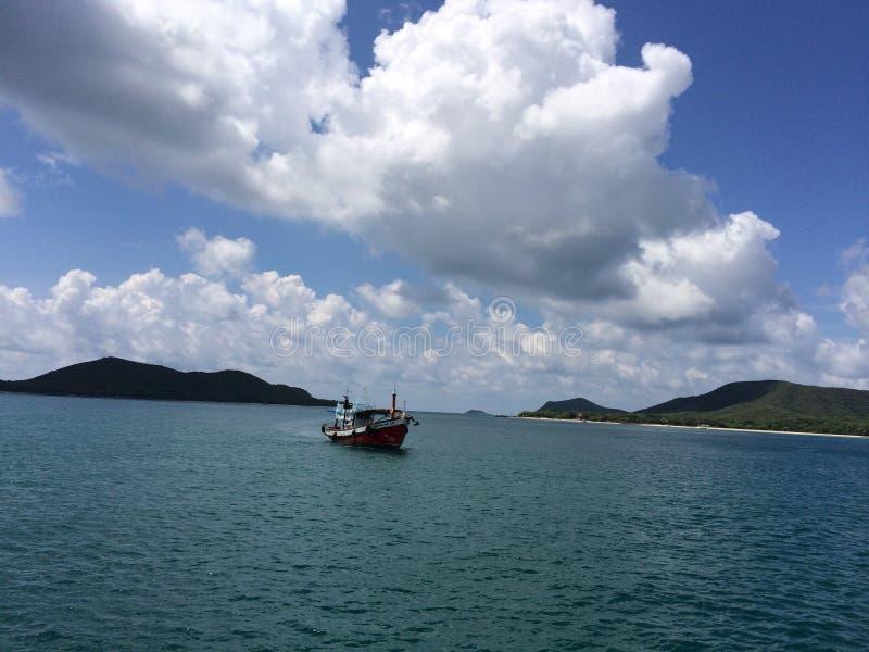 Das Boot auf dem Meer stockfotografie