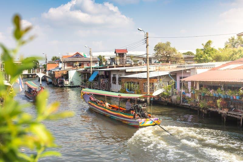 Das Boot des langen Schwanzes an Kanal oder an Khlong-Knall Luang Tou Bangkoks Yai lizenzfreie stockfotografie