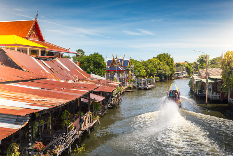 Das Boot des langen Schwanzes an Kanal oder an Khlong-Knall Luang Tou Bangkoks Yai lizenzfreie stockbilder
