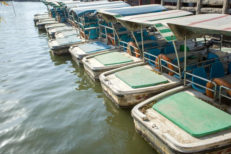 Das Boot im Park lizenzfreies stockfoto