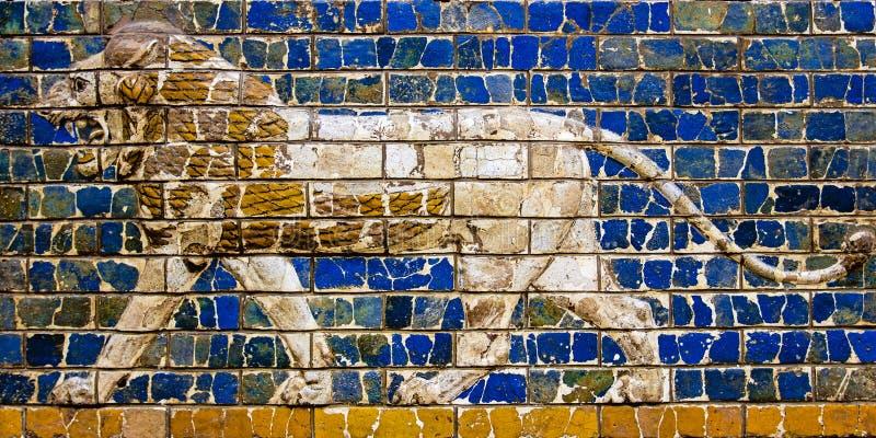 Das Brüllen und der März des Löwes lizenzfreie stockbilder