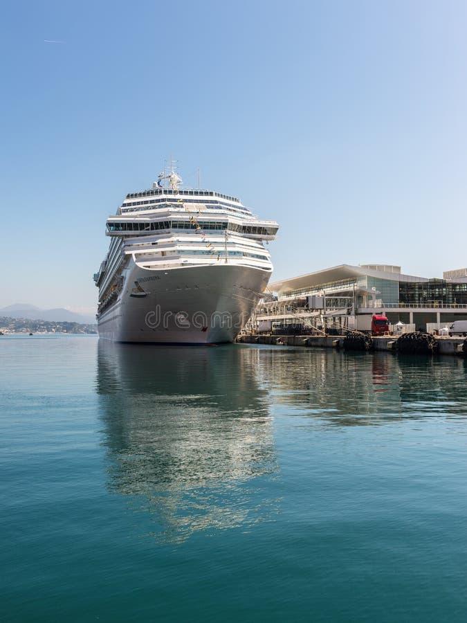 Das Costa Favolosa-Kreuzschiff lizenzfreie stockbilder
