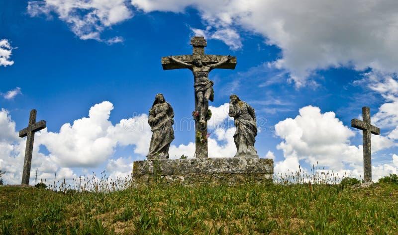 Das crusifiction und die Kreuze in Zminj lizenzfreie stockfotos