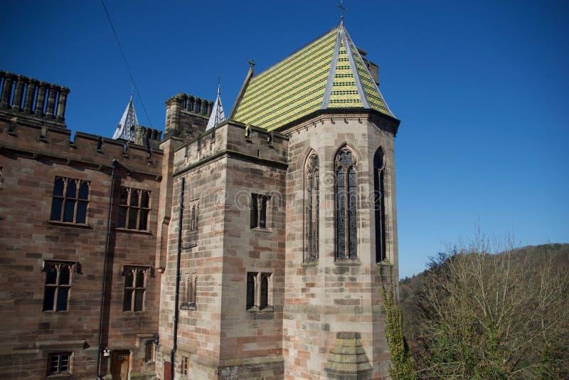 Das Dach und die Fenster stockfoto