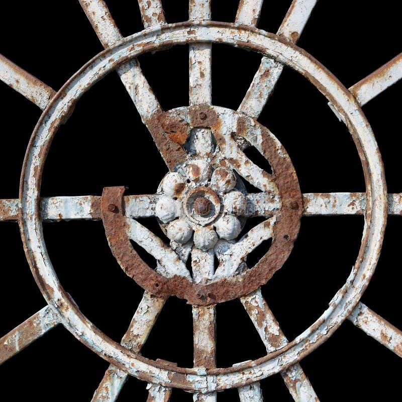 Das dekorative Element des alten hundertjährigen rostigen Metalltors lizenzfreie stockfotografie