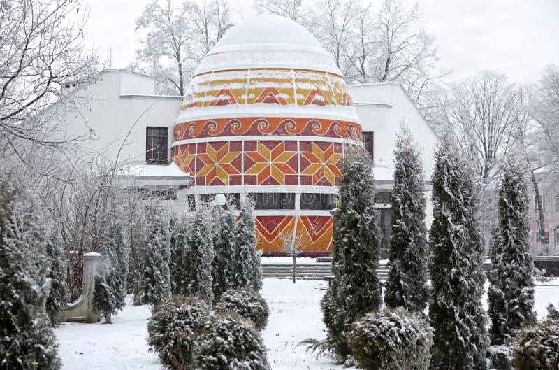 Das Denkmal des Ostereies in Kolomyia stockfotografie