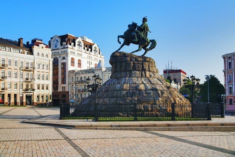Das Denkmal zu Bohdan Khmelnitsky in Kiew lizenzfreie stockfotografie