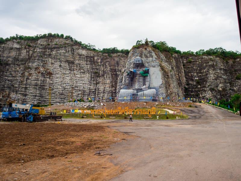 Das des Buddhas schnitzende Projekt hat am U-Zapfen-Bezirk, Suphan Buri, Thailand angefangen: Im Juni 2018 lizenzfreie stockfotografie