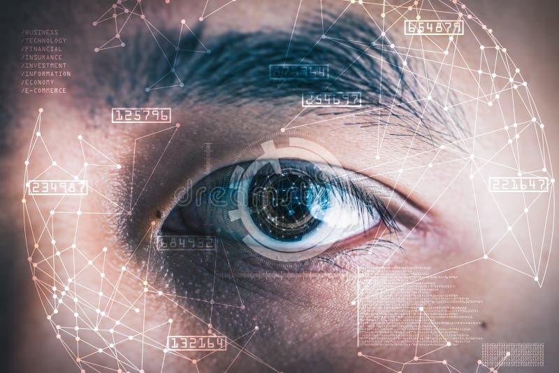 Das Doppelbelichtungsbild des Geschäftsmann ` s Auges überlagerte mit futuristischem Hologramm stockfoto