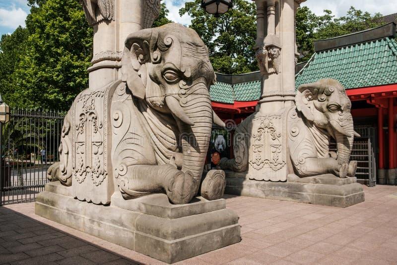 Das Eingangs-Tor-Elefant-Tor Berlin Zoos/das zoologisch lizenzfreie stockfotos
