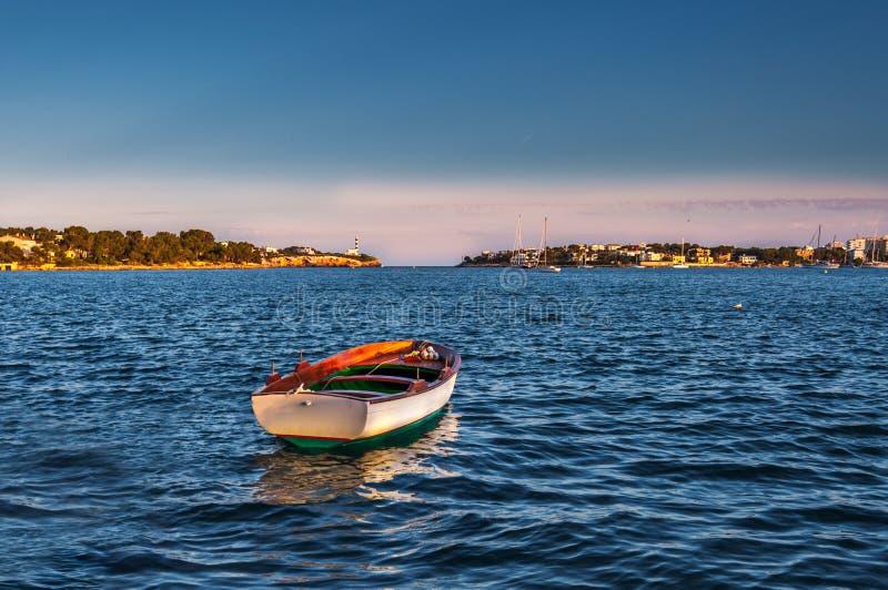 Das einsame Boot lizenzfreies stockfoto