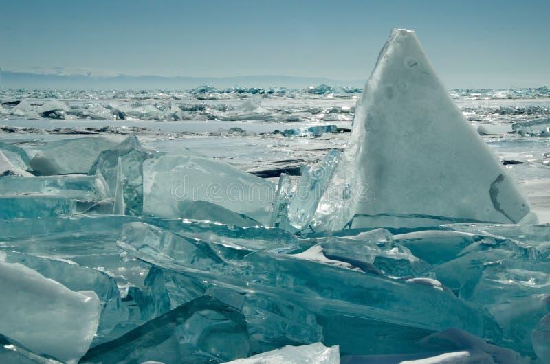 Download Das Einzigartige Eis Der Baikalsee Nahe Olkhon-Insel Stockfoto - Bild von winter, transparent: 106802154
