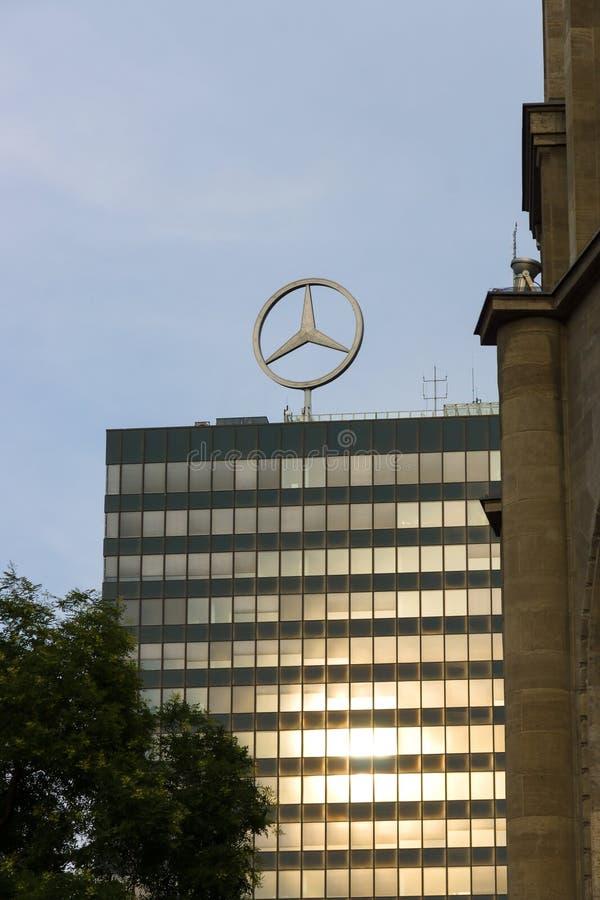 Das Emblem von Mercedes-Benz. lizenzfreie stockfotos