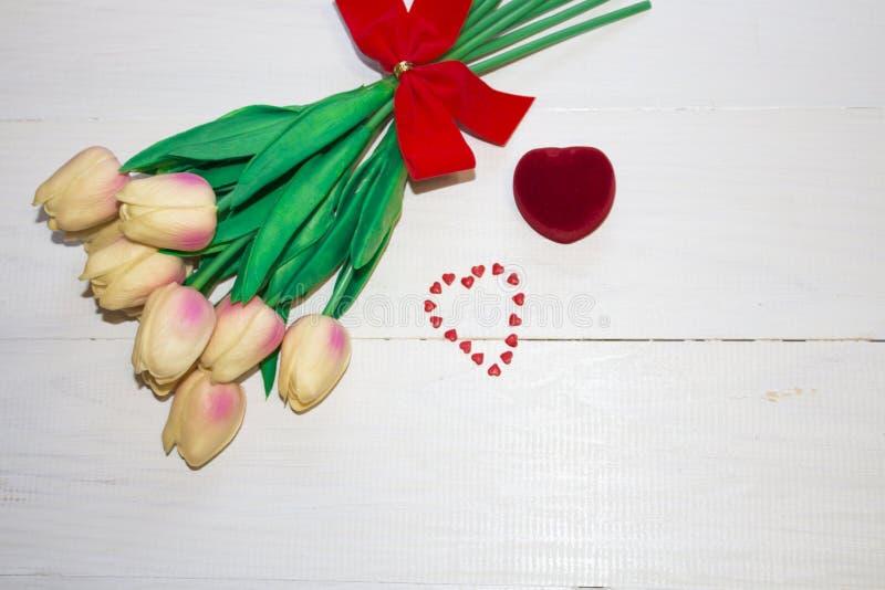 Das Ende des Eimers herauf Blumentulpen lizenzfreie stockfotos
