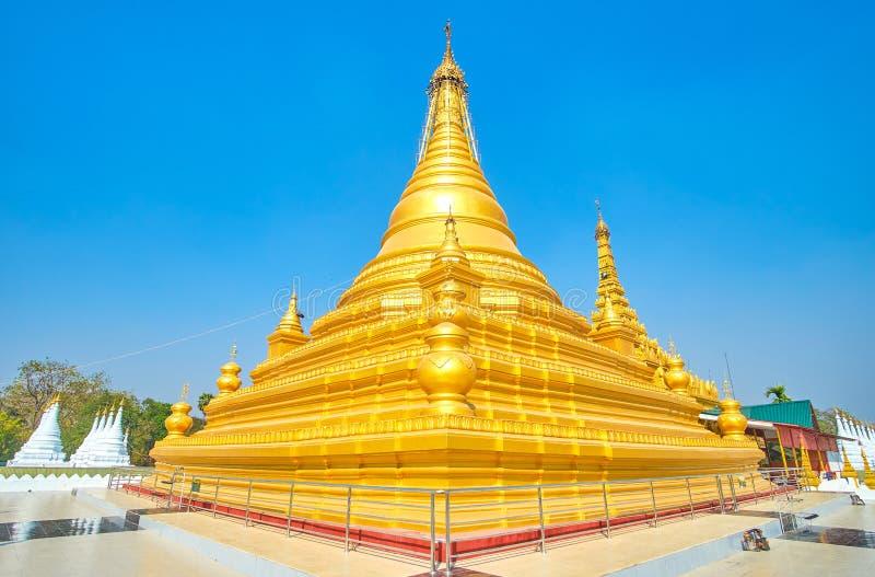 Das enorme stupa von Kuthodaw-Pagode, Mandalay, Myanmar stockbilder