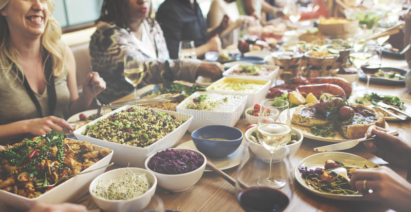 Das Essen genießen Lebensmittel, das festliches Café Mahlzeit-Konzept feiern lizenzfreie stockfotografie