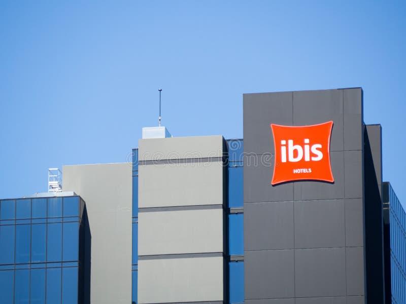 Das Fassadengebäude von IBIS-Hotel in der Mitte von Adelaide, Süd-Australien lizenzfreie stockbilder