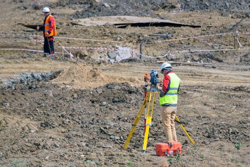 Das Feldmesser schießt auf eine Baustelle stockfoto