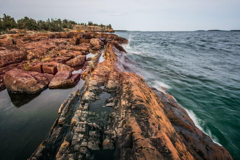 Das felsige Ufer von T-Stück Hafen lizenzfreie stockbilder