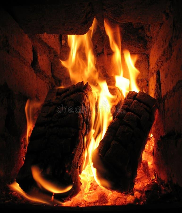 Das Feuer im Ofen lizenzfreies stockfoto