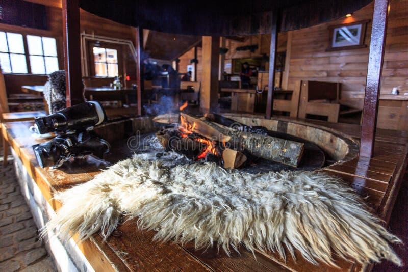 Das Feuer im Ofen stockfoto