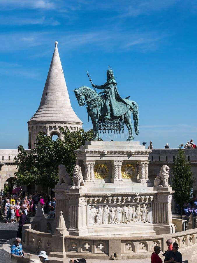 Das Fisherman's Bastion wurde zwischen 1895 und 1902 errichtet, um den 1000. Geburtstag des ungarischen Staates zu feiern stockbild