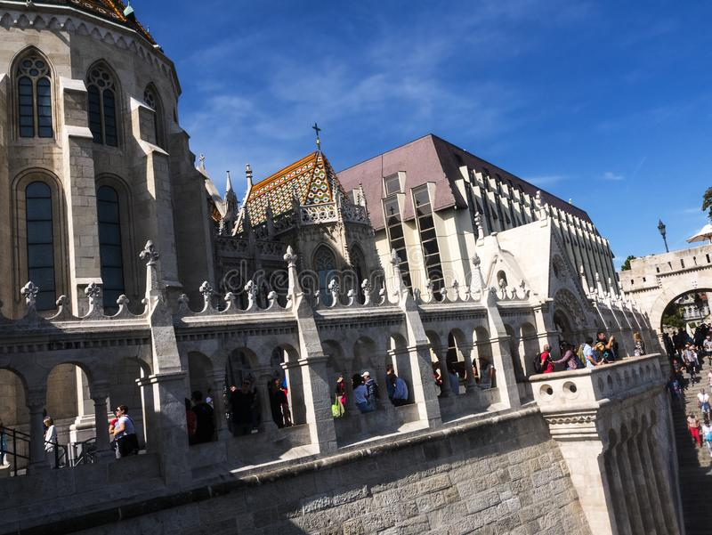 Das Fisherman's Bastion wurde zwischen 1895 und 1902 errichtet, um den 1000. Geburtstag des ungarischen Staates zu feiern lizenzfreie stockfotos