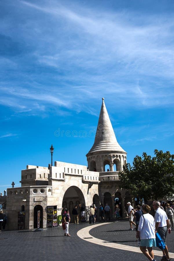 Das Fisherman's Bastion wurde zwischen 1895 und 1902 errichtet, um den 1000. Geburtstag des ungarischen Staates zu feiern stockbilder