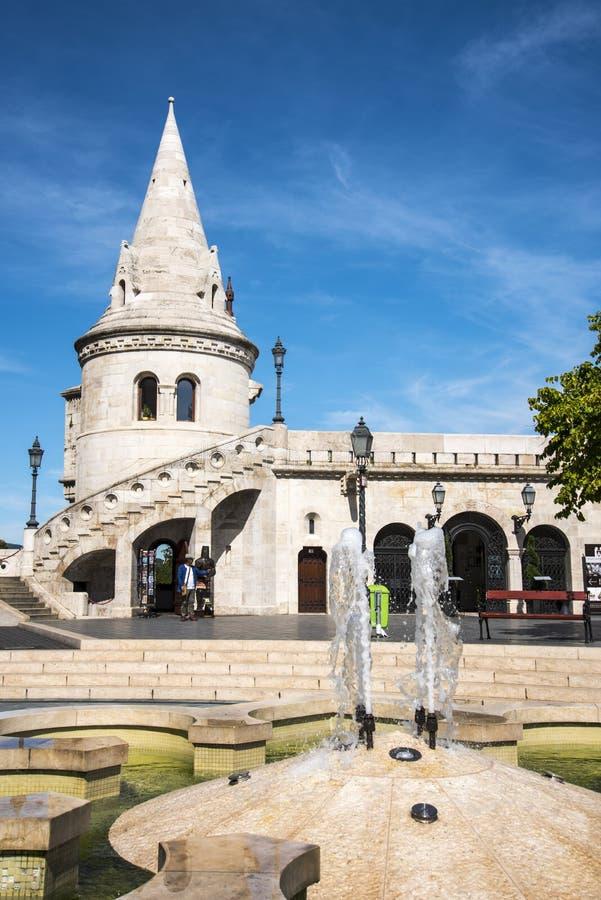 Das Fisherman's Bastion wurde zwischen 1895 und 1902 errichtet, um den 1000. Geburtstag des ungarischen Staates zu feiern lizenzfreies stockfoto