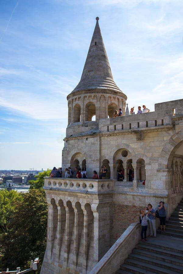 Das Fisherman's Bastion wurde zwischen 1895 und 1902 errichtet, um den 1000. Geburtstag des ungarischen Staates zu feiern lizenzfreie stockfotografie