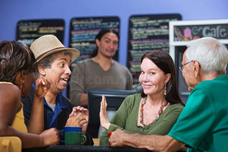 Das Frauen-Darstellen bemannen ihre Hand stockbilder