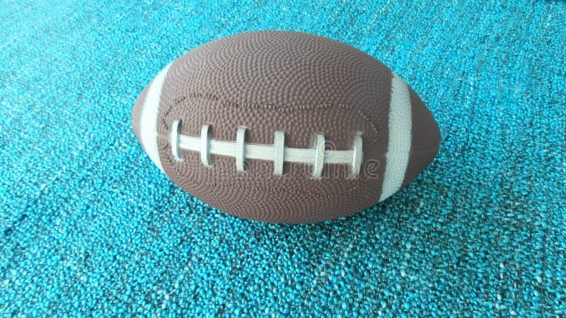 Das Fußballspielzeug auf blauem Boden lizenzfreies stockfoto