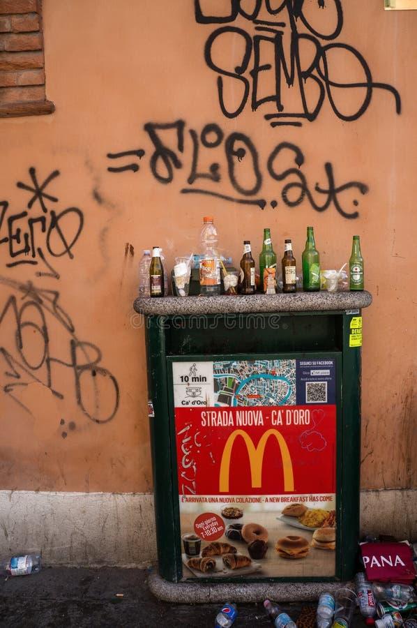 Das garrafas vida vazia ainda em Veneza fotos de stock royalty free