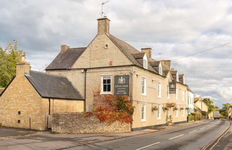 Das Gasthaus Könige Arms in Didmarton, das Cotswolds, England lizenzfreie stockfotos